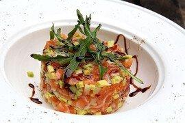 Тар-тар из лосося с авокадо